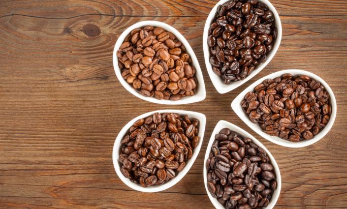Mørkbrente og lysbrente kaffebønner