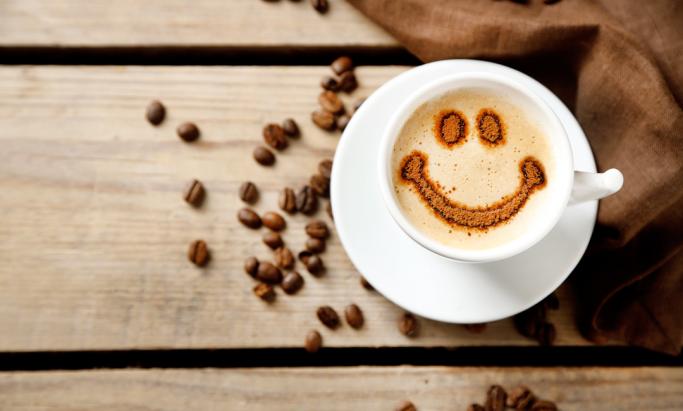 Smilefjes i kaffekopp