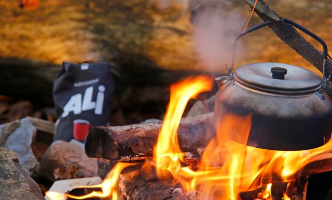 ALI Kaffe tilberedes på bål