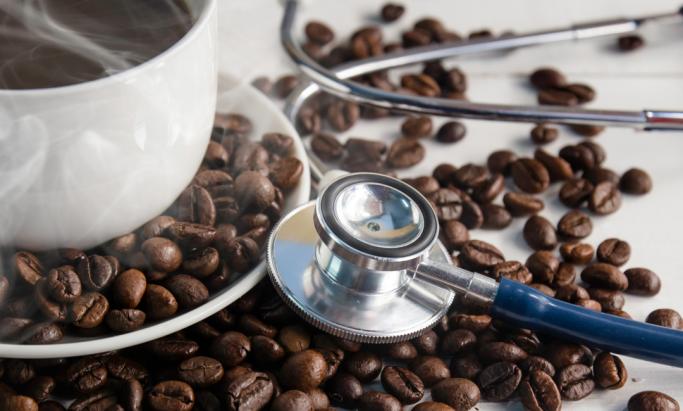 Kaffebønner og stetoskop